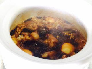 姜醋蛋,大火烧开,转小火煮60分钟