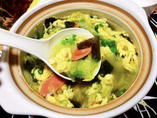 清清淡淡一碗汤➕娃娃菜海带鸡蛋汤,来一碗清清淡淡的娃娃菜海带汤,让负重的肠胃休息一下吧😛