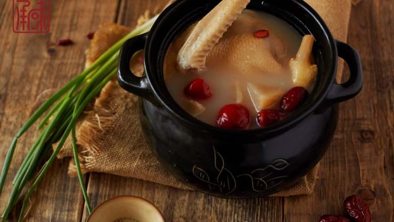 暖胃轻酸萝卜老鸭汤,成品图