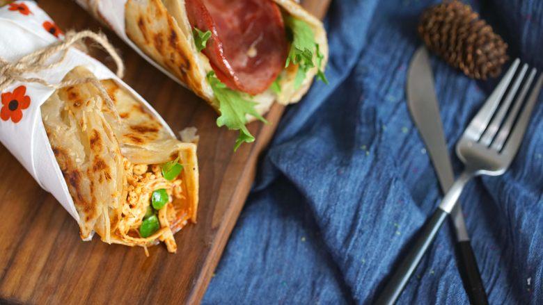 手抓饼花式新吃法,经典火腿蛋vs创意麻辣鸡丝你选哪个?