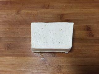 香煎豆腐,豆腐洗净备用