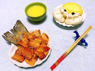 香煎三文鱼骨,晚餐就要味蕾达到满足也要营养均衡