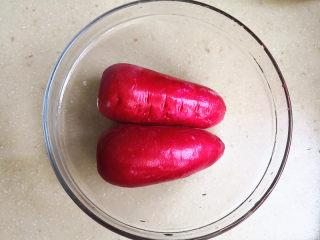 酸甜水萝卜,水萝卜清洗干净,去掉水萝卜头上的萝卜叶子,