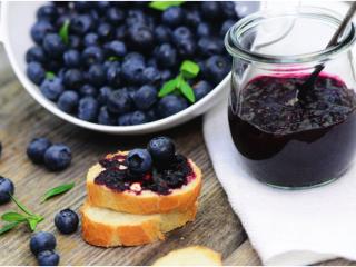 自制蓝莓果酱—GOURMETmaxx西式厨师机版,7. 蓝莓酱抹面包 蓝莓酸奶、蓝莓冰淇凌、 蓝莓慕斯、蓝莓派 欢迎解锁更多食用方法~