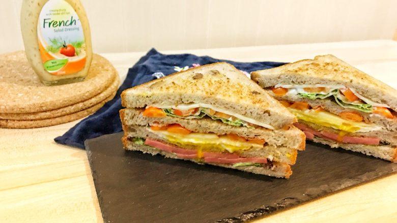 巨无霸早餐三明治😋