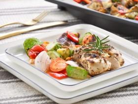 香草烤鸡胸和蔬菜