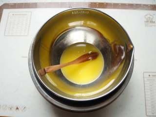 巧克力豆软曲奇,黄油隔水融化
