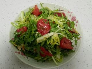 凉拌苦菊西红柿