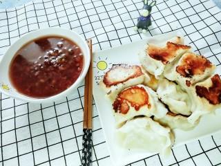 茄子猪肉馅儿煎饺,再配上一碗红豆粥!