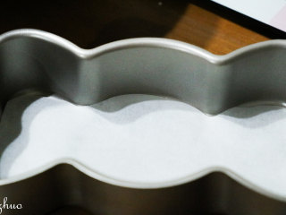 乳酪蛋糕,学厨糖果芝士乳酪模具,剪出形状大小相同油纸。