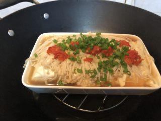 金针菇炖豆腐,起锅,撒上葱花。