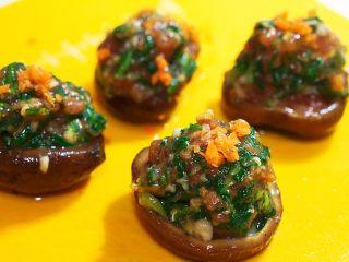 蒸菜篇:电饭锅版香菇盏,放在最上面点缀