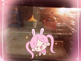 舒芙蕾,最后放入烤箱,上下火180度,10分钟。