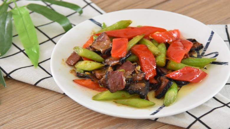 芥蓝炒腊肉—芥蓝清脆爽口,腊肉越嚼越香
