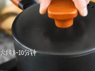 桂圆红枣鸡蛋糖水—一碗暖心又暖胃,尤其适合女生的糖水,小火炖8-10分钟。