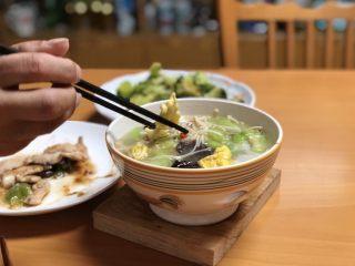 低脂晚餐之农家丝瓜煲,即可起锅开吃啦。