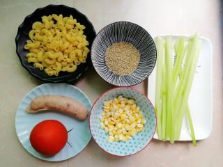 火腿彩蔬炒意粉,先来一张食材大合影