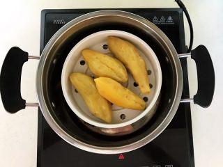 美味小零食   无油版红薯椰香小方,红薯蒸熟了