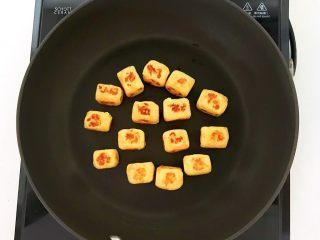 美味小零食   无油版红薯椰香小方,红薯椰蓉小方烙好了