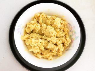美味小零食   无油版红薯椰香小方,充分调匀