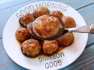 香菇镶鲜肉丸,香菇和鲜肉丸入口超级鲜美又香浓唇齿留香回味无穷