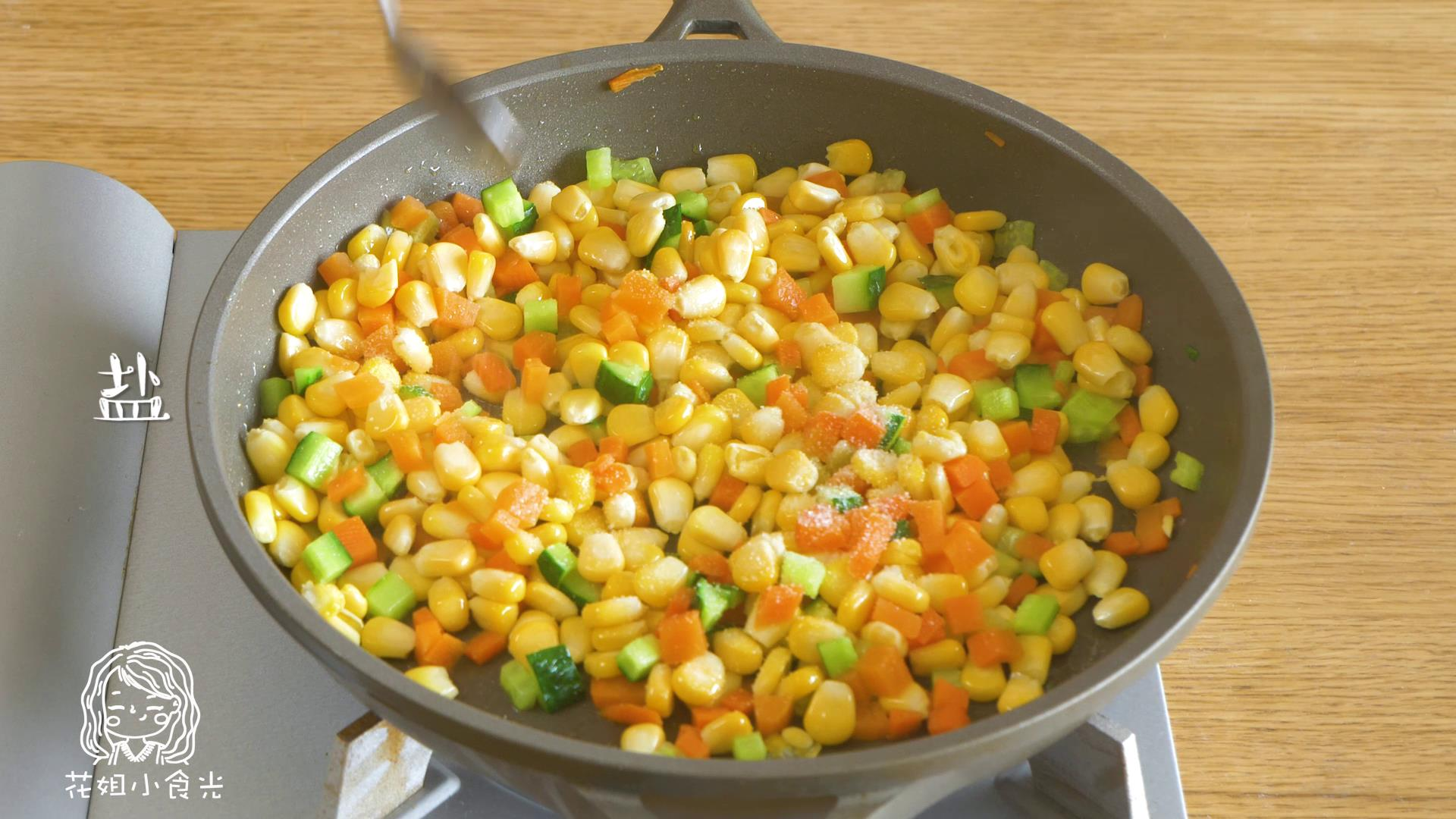 24m+松仁玉米,加盐、糖之后,翻炒均匀之后盛出~</p> <p>