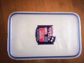 炸牛奶,盖上盖子放入冰箱冷藏2小时