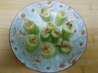 蒜蓉蒸丝瓜,均匀倒在丝瓜上。
