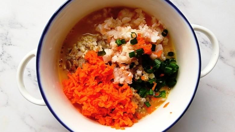 燕麦虾仁蛋饼,舀入泡软的燕麦,放入胡萝卜、虾仁和葱,搅拌均匀