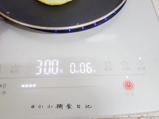 酵母版香蕉松饼,九阳电磁炉按炒菜,选择功率300瓦左右