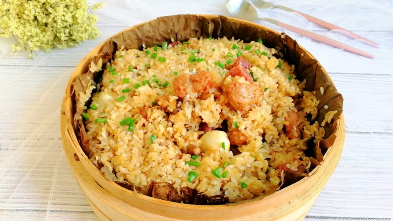 荷叶糯米排骨饭