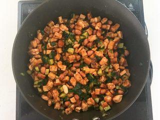 下饭小菜  豆豉什锦虾仁,翻炒均匀即可