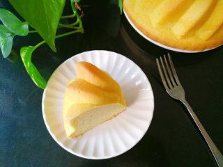 萨瓦林戚风蛋糕,完全冷却后切块享用