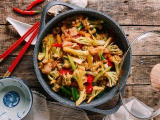 干锅花菜,又是一个下饭的好菜。