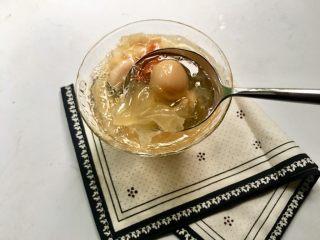 莲蓉百合红枣枸杞银耳汤,银耳汤口感润滑、香甜醇美,是夏天最好的清热解暑甜汤!