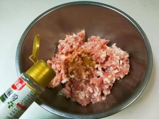 豇豆猪肉水饺,放少许黑胡椒粉