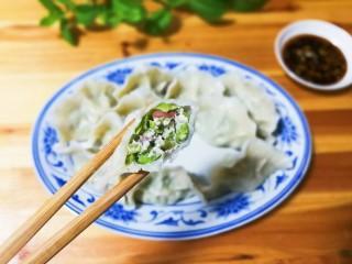 豇豆猪肉水饺,咬一口看看里面有红色的豆仁,这就是老豇豆