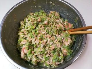 豇豆猪肉水饺,拌匀放入冰箱冷藏半小时