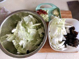 黑白配,小清新➕木耳清炒大白菜,全部食材准备好