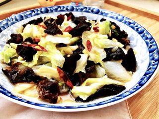 黑白配,小清新➕木耳清炒大白菜,清爽简单的木耳炒白菜,给肠胃减减负,喜欢的宝宝们,快来试试吧😁