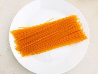 风味炒面  芽菜肉末炒玉米面,玉米面条