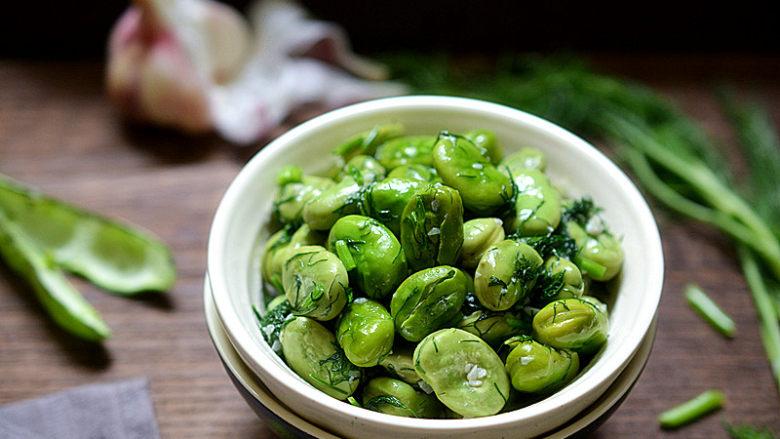 茴香蚕豆,盛入碗中就可以享用了