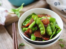 豌豆荚炒香肠
