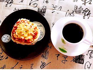 剩馒头的春天  馒头火腿披萨,配上一杯咖啡,早餐很完美哦~