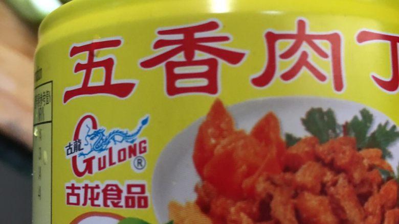 海鲜黄瓜肉丁面,这是厦门古龙食品厂生产五香肉丁,炒菜、煮面、炒米粉加一罐味道立马提升好多。