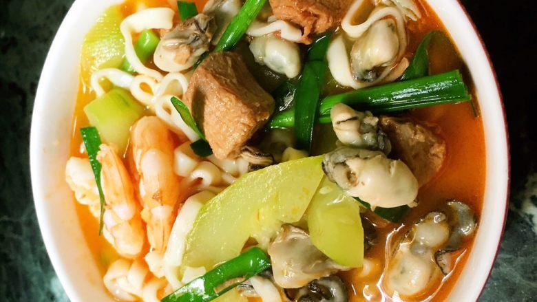 海鲜黄瓜肉丁面,一碗爽口的面。