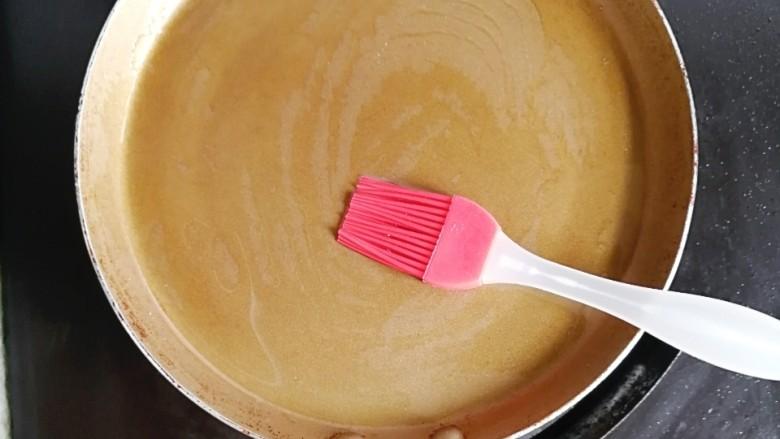 香葱牛奶鸡蛋煎饼,不粘锅刷一层油