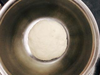肉松小面包,中种材料混合均匀