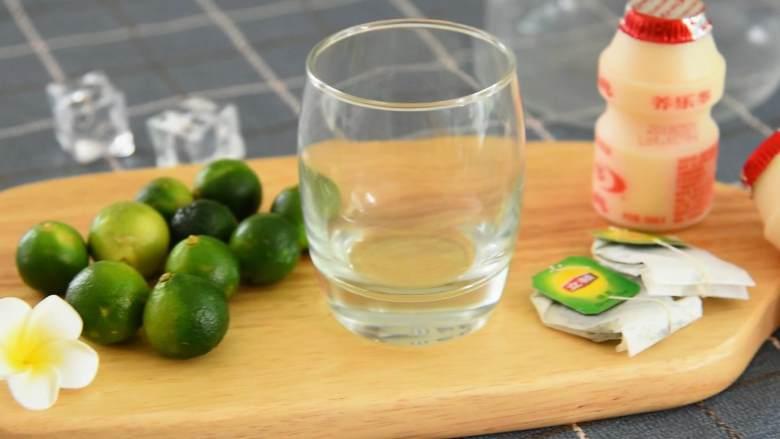 养乐多青柠绿茶—简单易学的小清新饮料,奶茶铺点单率超高,『食材』  小青柠/养乐多/绿茶包