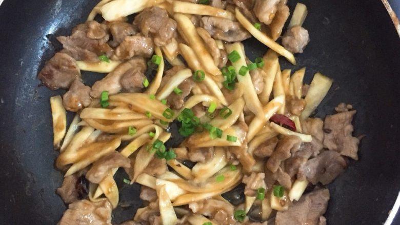 瘦肉炒放冰箱一周还是很嫩的笋子